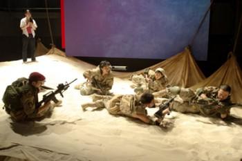 青年団第49回公演『砂と兵隊』2005年11月(C)青木司