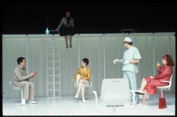 """Nouvelles du Plateau S(『S高原から』)""作:平田オリザ 演出:ロラン・グットマン 2003.3 Theatre National de Strasbourg/フランス・ストラスブール ©Eliasbeth Carecchio"